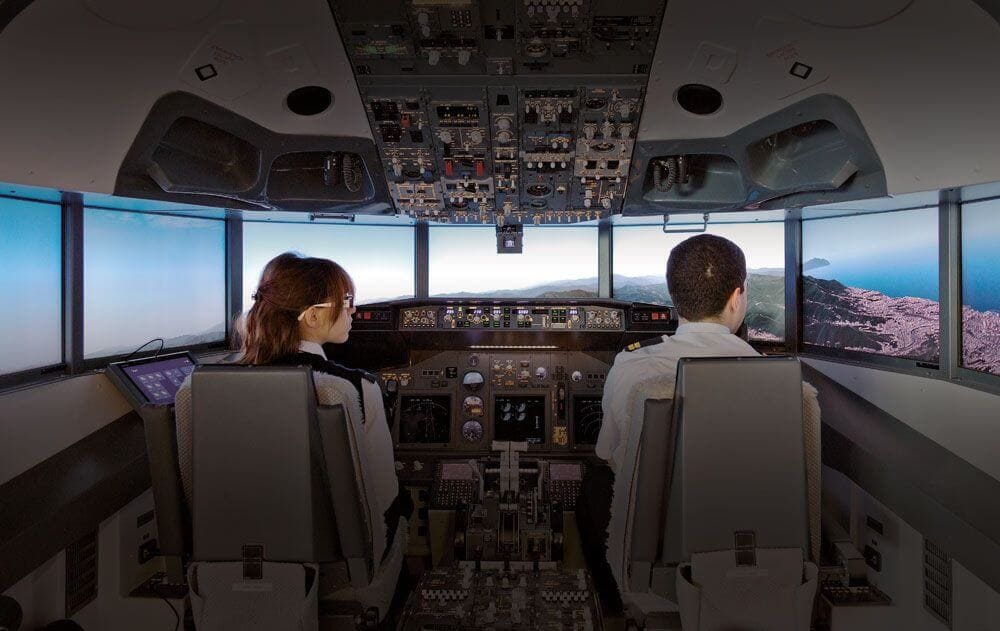 FSC-IAMS-2019-737-COCKPIT-WITH-PILOTS